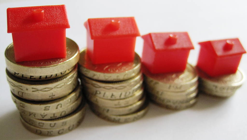 Photo-Pin-Houses-and-Money