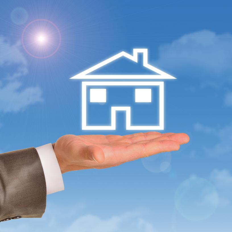 house-model-in-right-hand-of-real-estate-agent